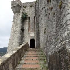 Burgeingang Lerici