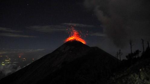 Lavaspeiender Vulkan Fuego