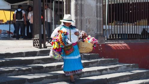 Straßenverkäuferin in San Miguel